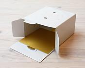 ケーキ箱と同じ紙素材だからどんなケーキ箱にもピッタリお似合いのかわいい紙トレー