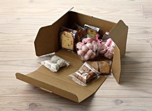 焼き菓子詰め合わせにも使えるロールケーキ箱なロールケーキ箱