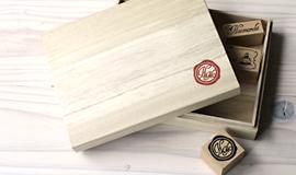 プラスチック、ゴム製品、木材なんにでも押せるオリジナルスタンプ